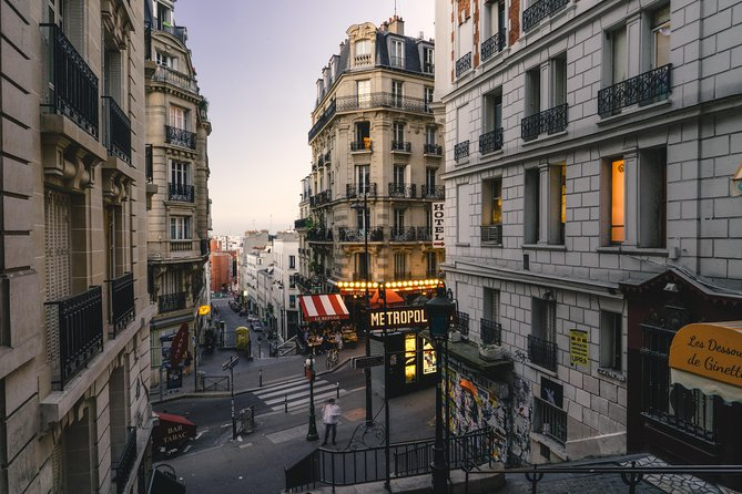 Family Experience : Sacred Heart and Montmartre Tour