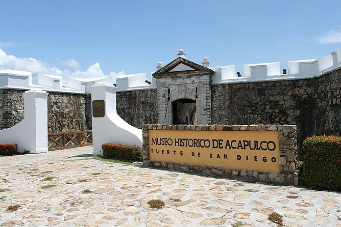 Half-Day Acapulco Walking Tour with Fort of San Diego