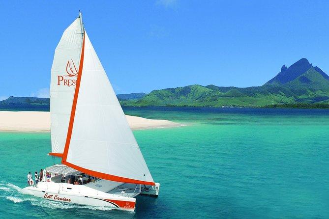 Catamaran Cruise: Isle aux Cerfs, Including BBQ Lunch, in Mauritius