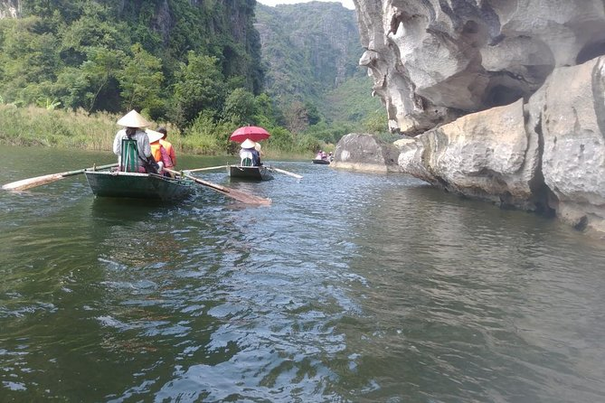 Luxury tour Trang An grottoes & Bich Dong pagoda full day (Group max 9 people)