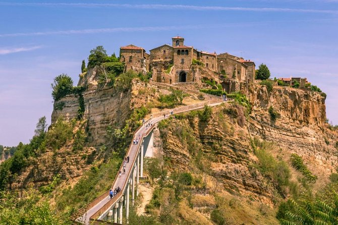 E-bike Experience in small group from Orvieto to Civita and beyond, with lunch