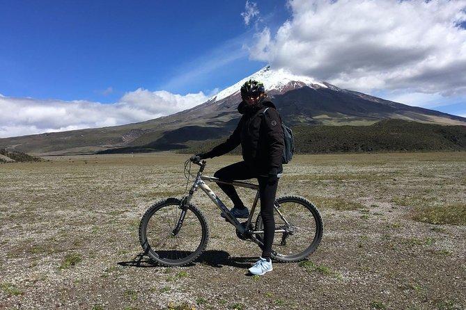 Caminhada e passeio de bicicleta de dia inteiro no Parque Nacional de Cotopaxi saindo de Quito
