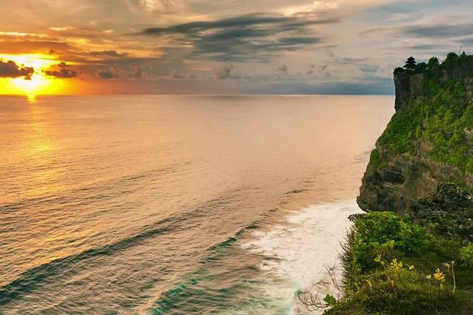 Half Day Bali Private: Uluwatu Cliff Temple and Jimbaran Bay Tour