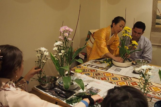 Ikebana (Japanese traditional flower arrangement) class in the center of Kyoto photo 4