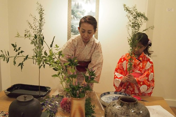Ikebana (Japanese traditional flower arrangement) class in the center of Kyoto photo 3