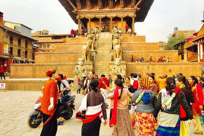 Kathmandu Zoo and Bhaktapur Heritage Tour
