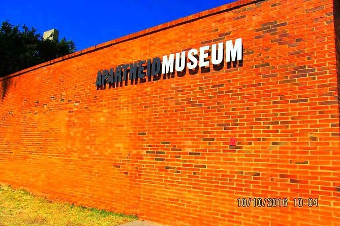Private Johannesburg City, Apartheid Museum with Soweto Tour R1,900 photo 2