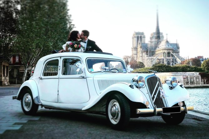 Paris Private Tour: Romantic Tour 2h in vintage French car with Open Roof