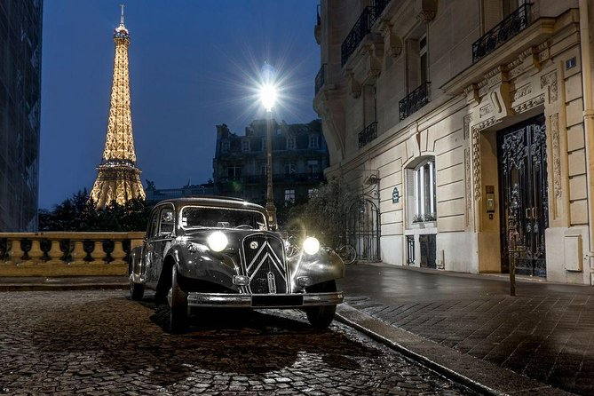 Paris by Night 2h Tour in Vintage French Car