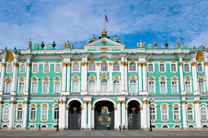 Private tour: Hermitage Museum, Russian Dinner & Folk Show evening performance