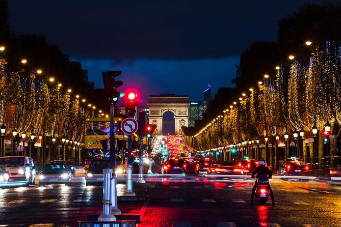 2 hours to Visit Paris in your language with a professional guide and driver