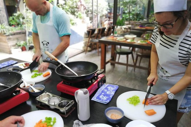 4-Hours Private Sichuan Cooking Class including Local Wet Market Visit photo 2