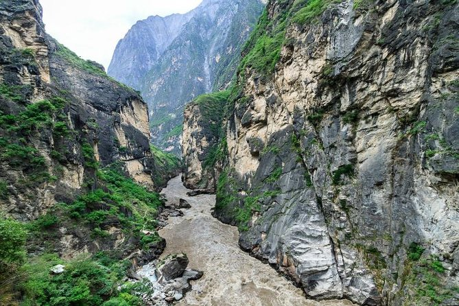 2 Days Tiger Leaping Gorge Hiking Small Group Tour