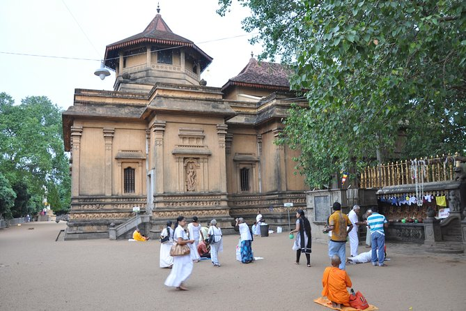Shore Excursion Colombo Port to Kelaniya Temple & Colombo City for 1 to 2 People