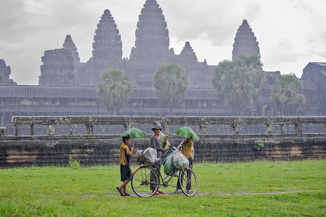 Angkor Wat Temple Speaking Guide with Transport