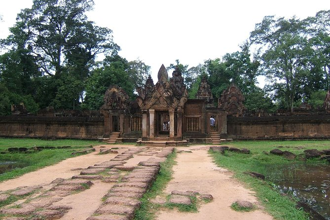 Private Kbal Spean & Banteay Srei Guided Tour