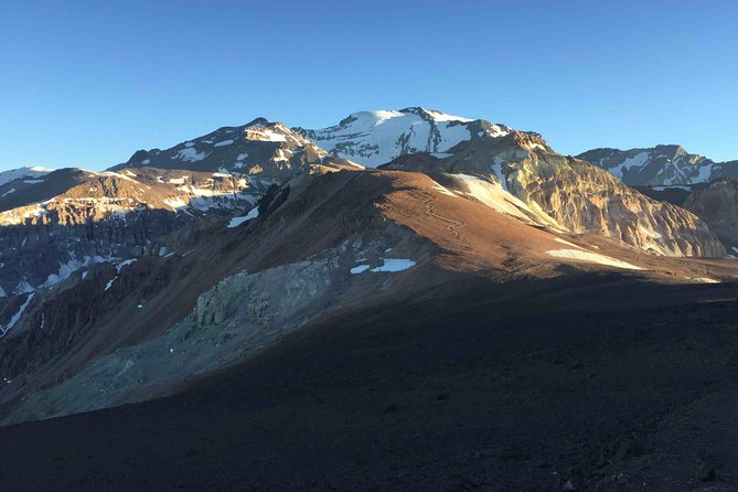 El Pintor - 4000 meters summit close to Santiago - Guided Full Day Hiking Tour