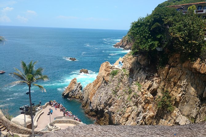4 Hours Acapulco City Tour Cliff Divers, Peace Chapel and Mural