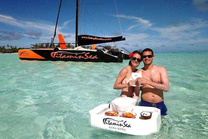 Excursão particular: Passeio de meio dia em catamarã com mergulho com snorkel e bar flutuante