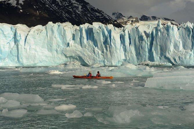 Kayak in Perito Moreno Glacier with transfers