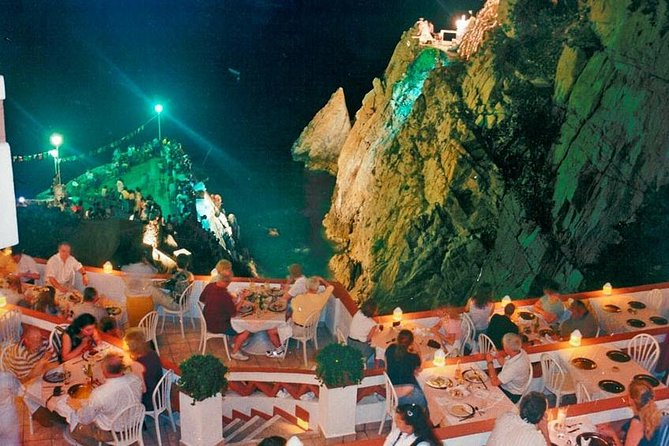 High Cliff Divers Show de La Quebrada no Restaurante La Perla