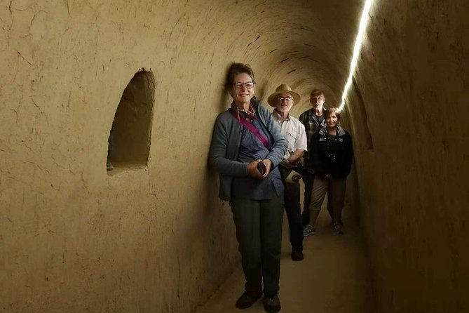 Private Day Tour to Family Zhang's Cave Dwelling Village and Hanyangling Museum
