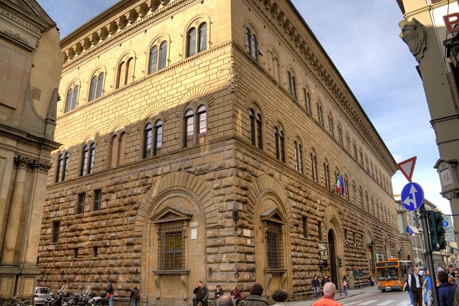 Tour of the Medici Family: Lorenzo The Magnificient and the TV movie