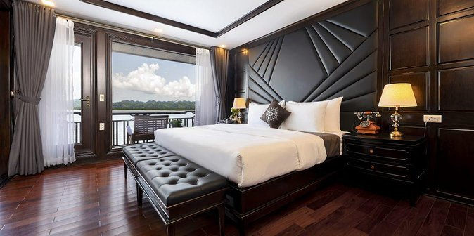 Luxurious Halong Bay Overnight Cruise with Private Balcony