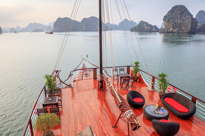 Ha Long - Lan Ha Bay Luxury Day Cruise with Lunch and Kayak