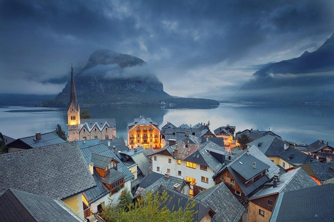 Sightseeing transfers from Vienna to Salzburg with a 4-hours stop in Hallstatt