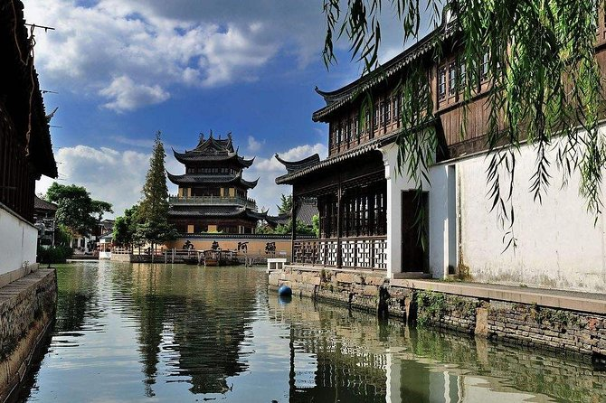 Shanghai Quality Group Tour Visiting Zhujiajiao Water Town and City Essence photo 9