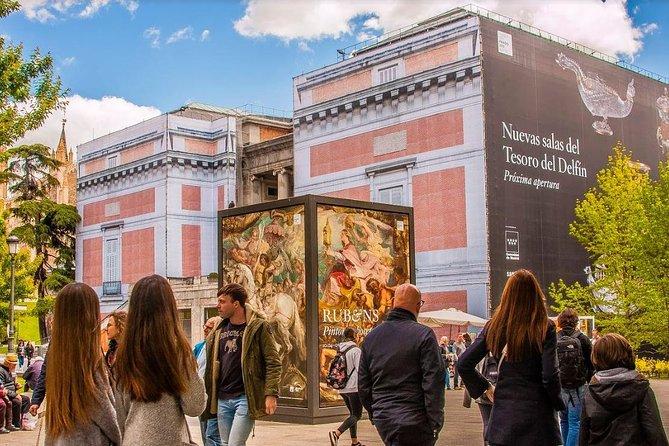 Skip-the-line Prado Museum en toeristische bus met tapas