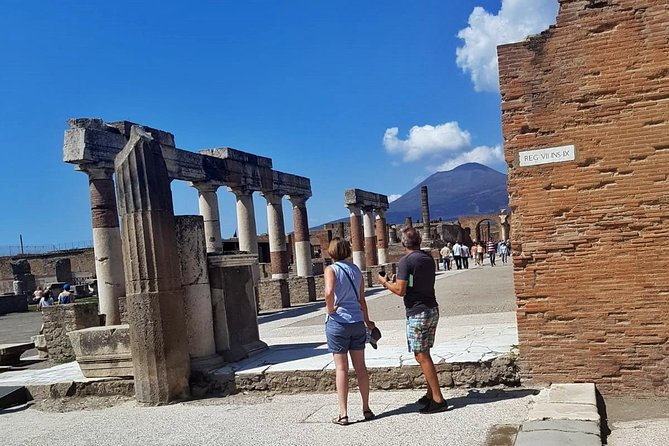 Family Tour - Naples - Pizza Experience & Pompeii