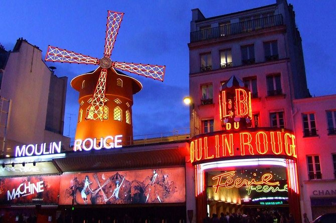 Montmartre from Moulin Rouge to Sacré Coeur Night Tour with Glass of Champagne