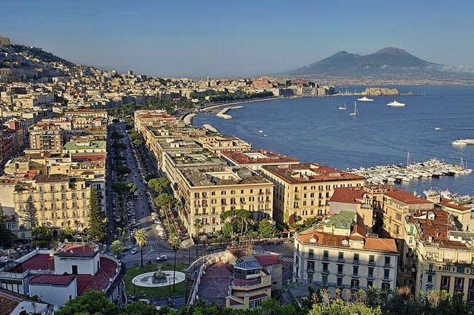 """Enjoying Naples by car and by walking with """"special price"""" Guide for Vehicle"""