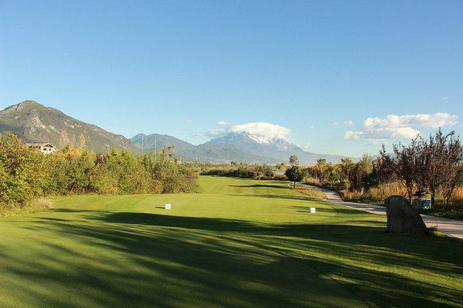 1 Day Private Golf Tour at Lijiang Old Town International Golf Club with Sightseeing