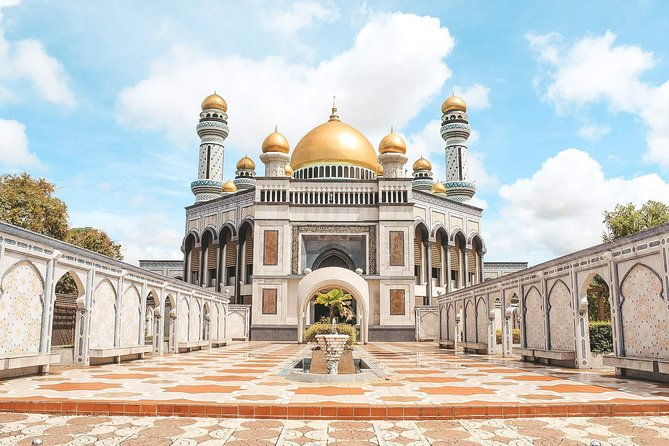 Brunei Full Day City Tour including Tamu Kianggeh, Royal Regalia & Kampung Ayer