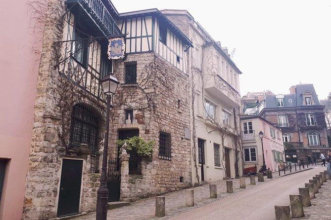 Montmartre & Sacré Coeur Private Historical 2-Hour Walking Tour in Paris