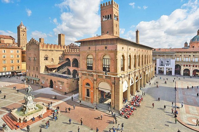 Small-Group Bologna Tour of City Highlights with Top-Rated Local Guide