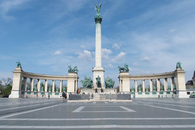 Budapest Pest side tour: Days of Glory