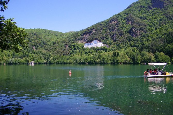 Lakes of Monticchio private tour: breathtaking view of the volcano Vulture