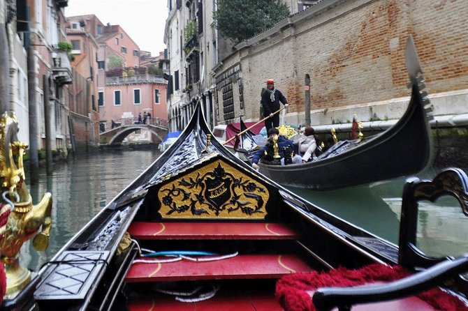Venice: Private Serenade Gondola Tour - 30 minutes