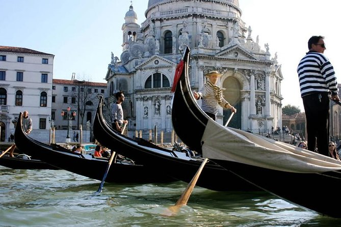 Venice Gondola Ride and Serenade with Dinner photo 3