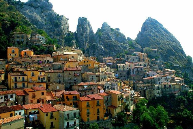 Pietrapertosa walking tour: memorable villages and landscapes near Matera