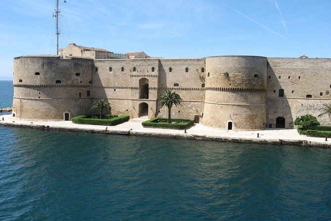 Taranto walking tour: the town of the two seas photo 1