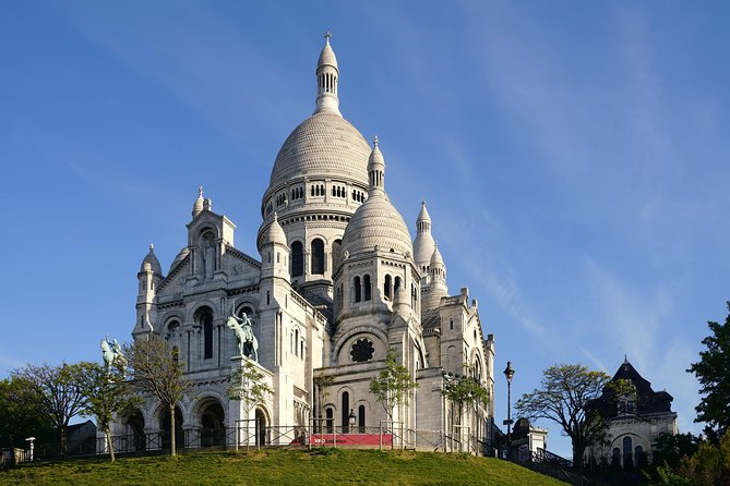 Montmartre Discovery with a Treat