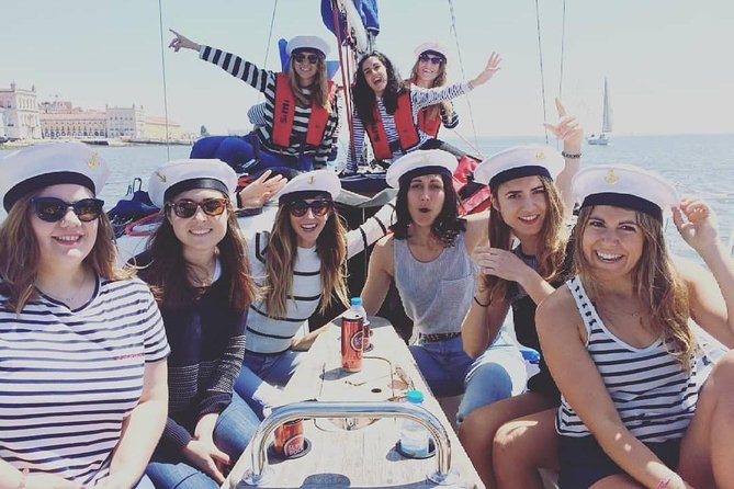 2 Hours Private Sailing Tour in Lisbon