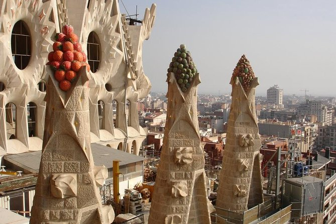 Sagrada Familia and Barcelona Highlights: Private Guided 4-Hour Driving Tour