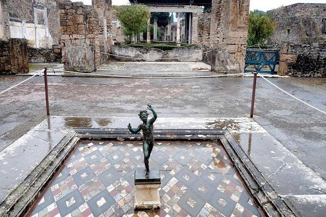 Pompeii and Mt Vesuvius By Coach