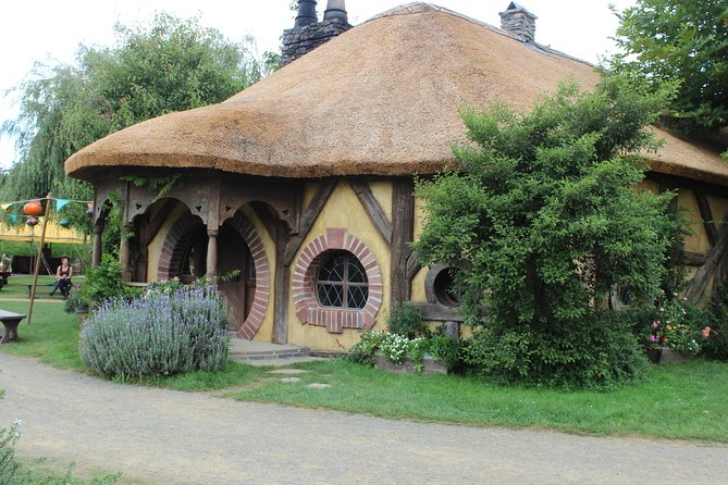 Hobbiton Afternoon Tour in Luxury Minibus from Auckland to Auckland